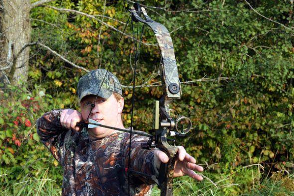 Luk i strijela Bigstockphoto_bow_hunting_3673670